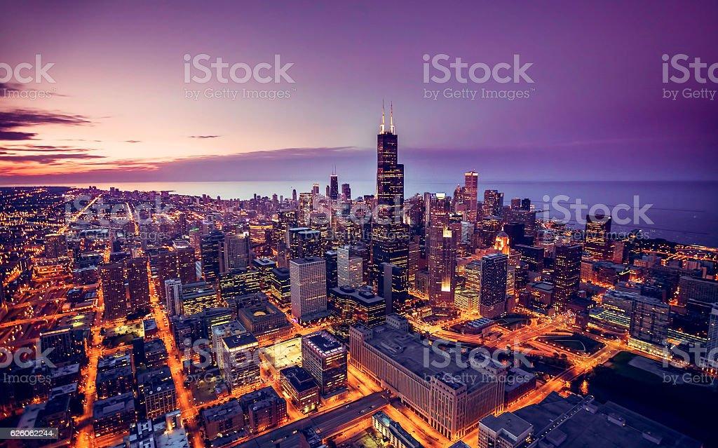 シカゴの街並みの夕暮れの空からの眺め  ストックフォト