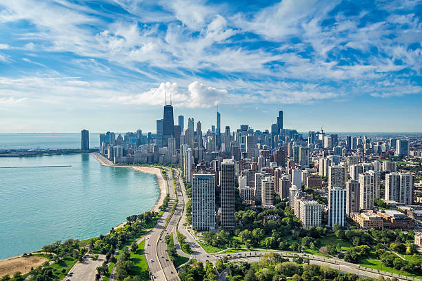 chicago skyline aerial view - meeroever stockfoto's en -beelden