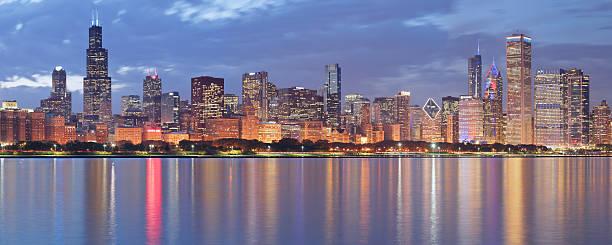 Panorama notturno Skyline di Chicago - foto stock
