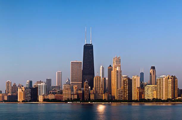 vista de los edificios de chicago - edificio hancock chicago fotografías e imágenes de stock