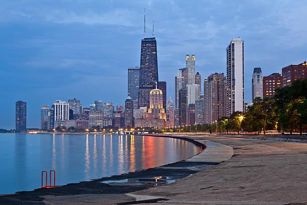 vista de los edificios de chicago. - edificio hancock chicago fotografías e imágenes de stock