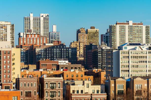 chicago skyline scene in de oude stad en gold coast buurten - oude stad stockfoto's en -beelden