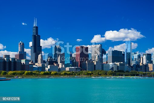 istock Chicago Skyline With Blue Sky, Cumulus Clouds And Lake 924312378