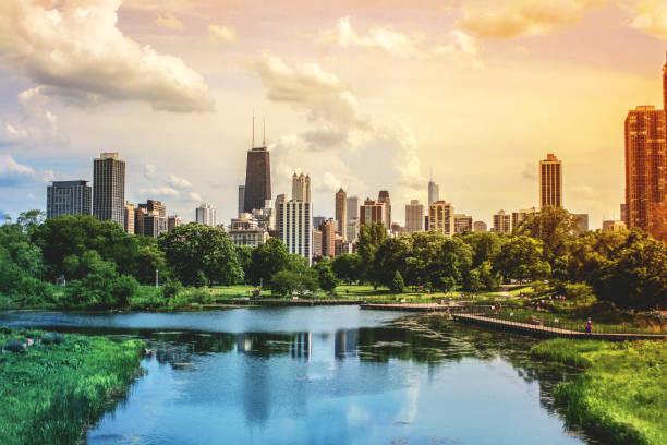chicago skyscrapers skyline view desde lincoln park - ciudad fotografías e imágenes de stock