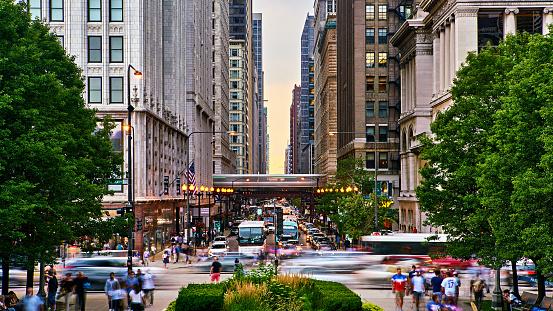 Chicago Street. Subway train. Traffic. Park.