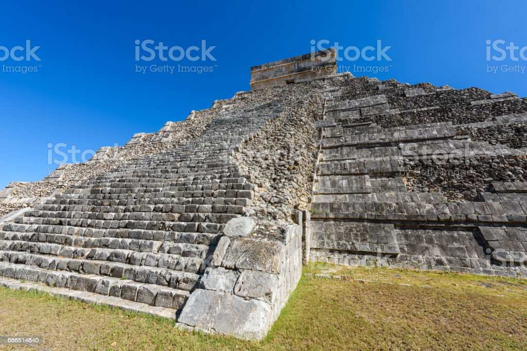 Chichen Itza - El Castillo Pyramid - Ancient Maya Temple Ruins in Yucatan, Mexico zbiór zdjęć royalty-free