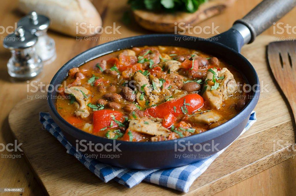 Ensopado de frango e feijão - foto de acervo