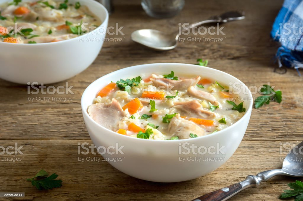 Sopa de frango com arroz selvagem - foto de acervo