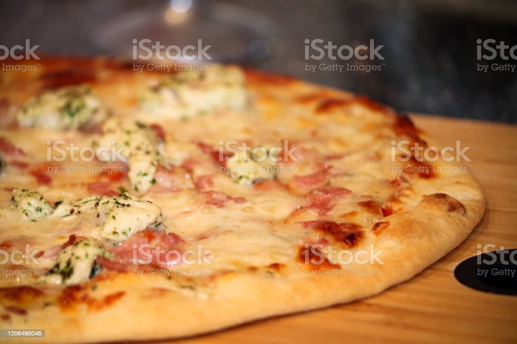 Chicken, bacon and herb pizza - Royalty-free Bacon Stock Photo