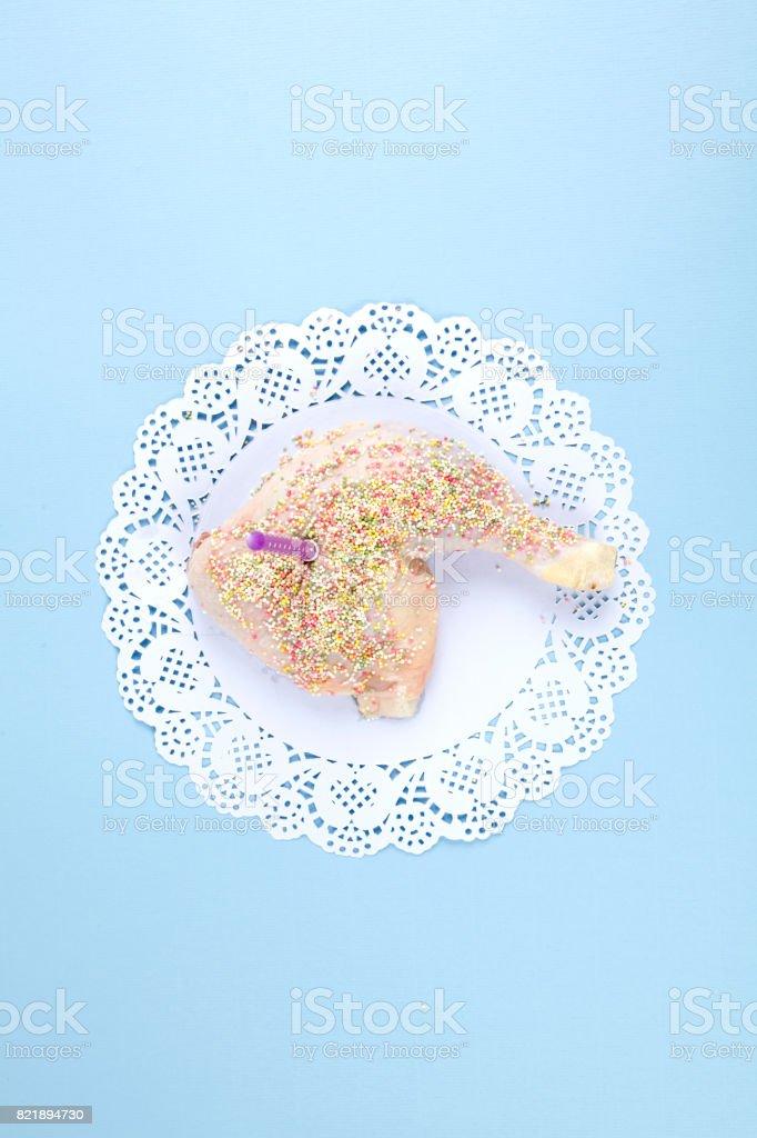 Cumpleaños de pollo - foto de stock
