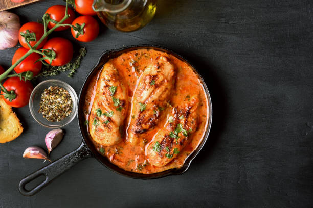 chicken breast in tomato sauce - sauce tomatoes imagens e fotografias de stock