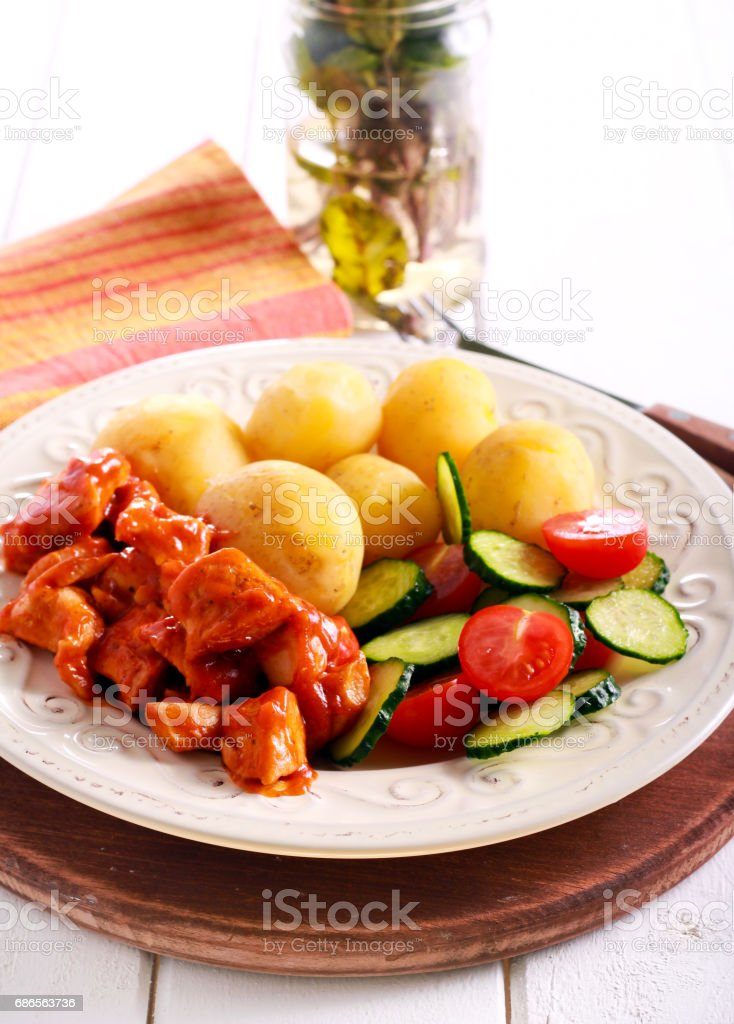Chicken breast in tomato sauce with potato royalty free stockfoto