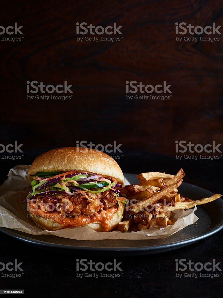 Burger au poulet et des Chips - Photo