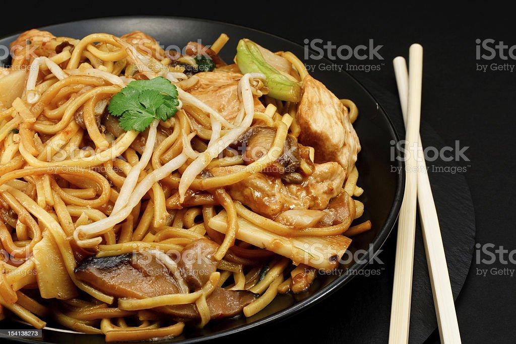 chow mein de pollo - foto de stock