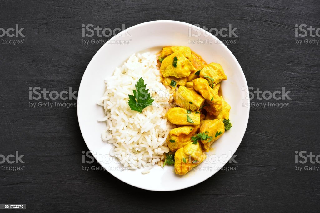 curry de frango com arroz - foto de acervo