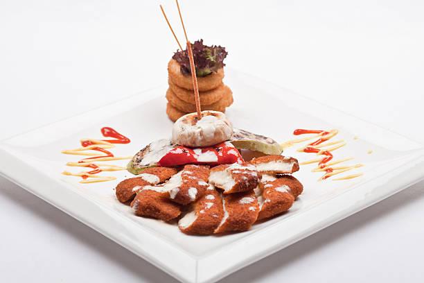 hähnchen-kottlets - paprikaschnitzel stock-fotos und bilder