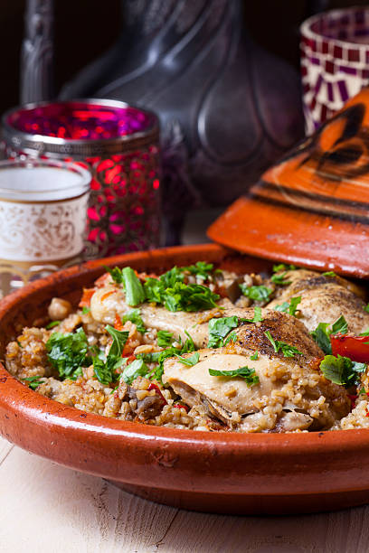 huhn in tajine - tagine stock-fotos und bilder