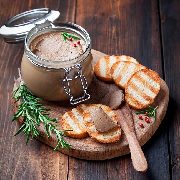 pâté de foie de poulet - foie gras photos et images de collection