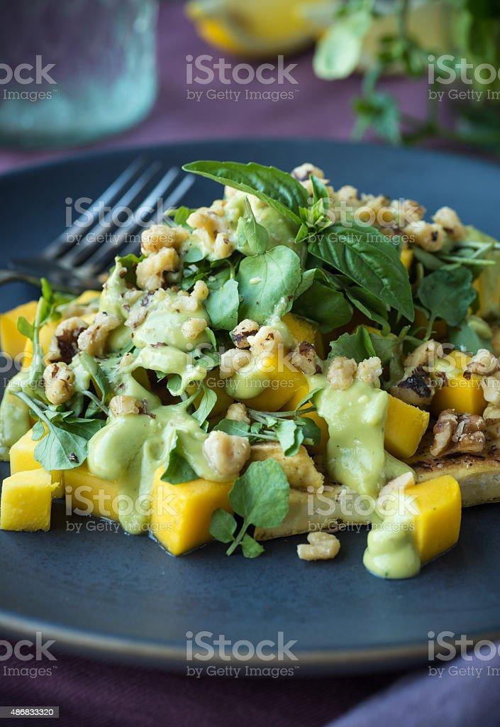 Ensalada de pollo con Mango - foto de stock