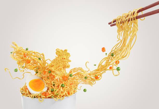 noodles kip bestaan uit erwten en wortel. - ramen noedels stockfoto's en -beelden