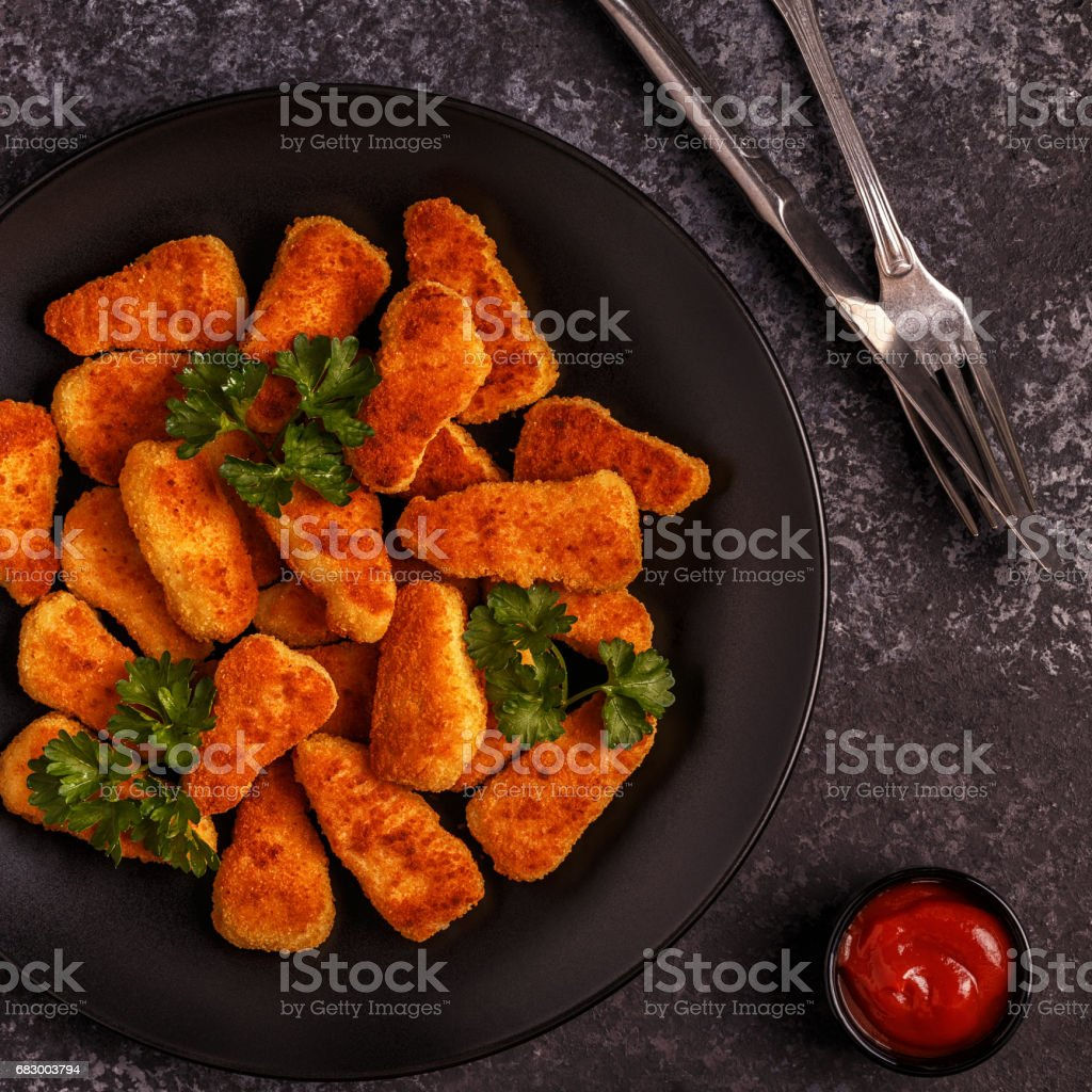 Chicken nuggets with sauces on dark background foto de stock royalty-free