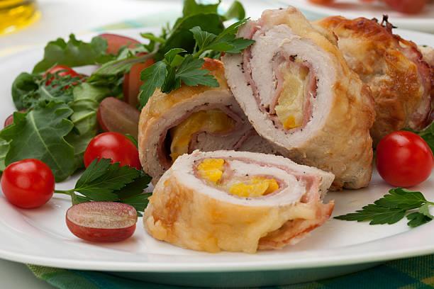 hühnchen-prosciutto roulade - ananas huhn salate stock-fotos und bilder