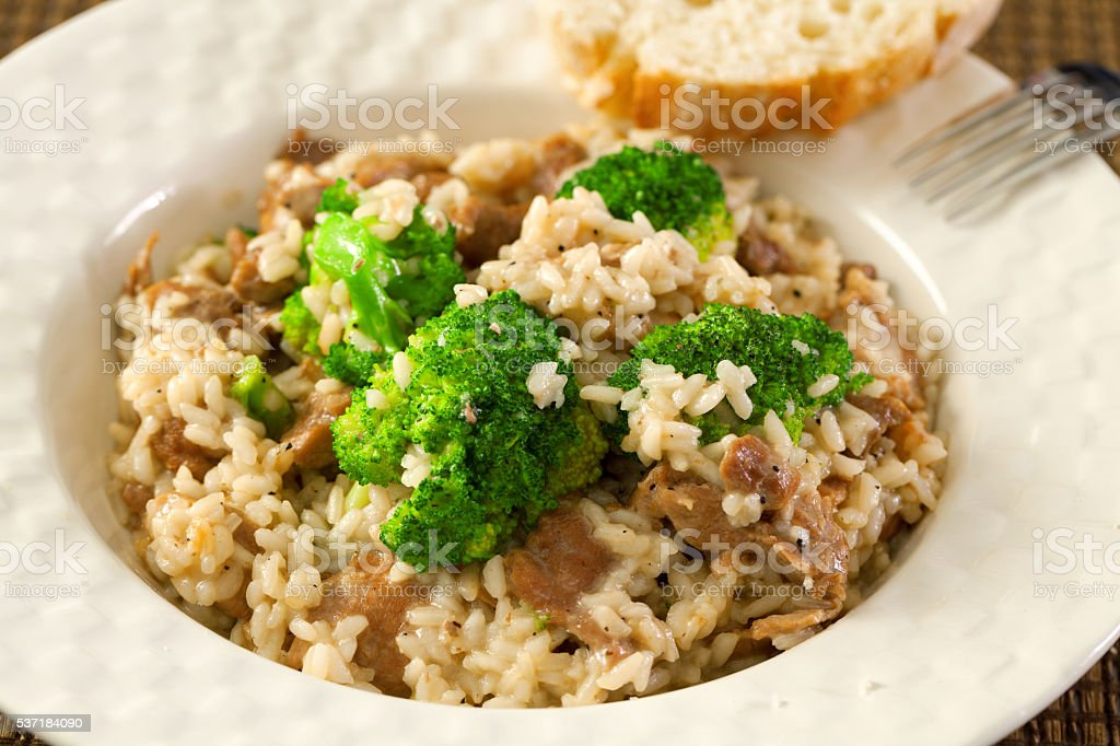 Pollo con arroz y brócoli - foto de stock