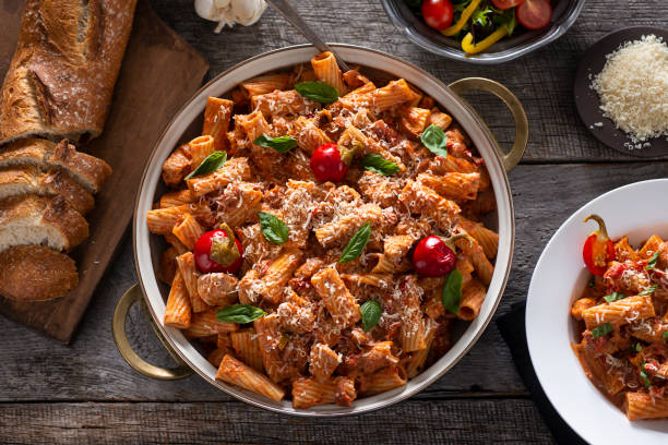 Chicken Riggies Rigatoni with Chicken and Marinara Sauce (Chicken Riggies) rigatoni stock pictures, royalty-free photos & images