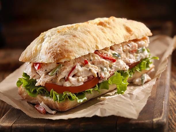 치킨 샐러드 샌드위치 - 치아바타 빵 뉴스 사진 이미지