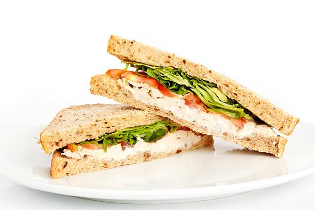 insalata di pollo sandwich - panino ripieno foto e immagini stock