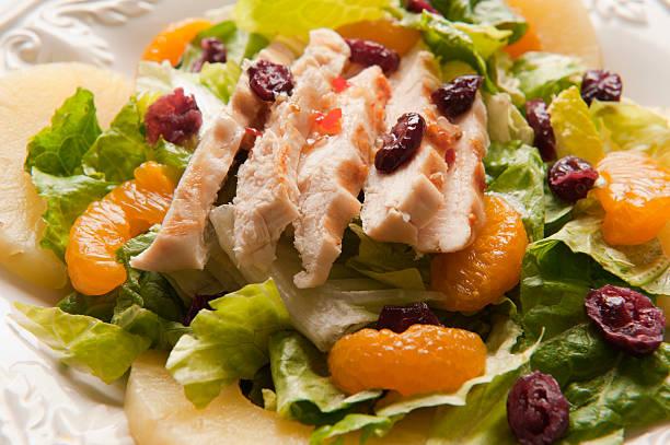 hähnchen-salat mit obst - ananas huhn salate stock-fotos und bilder