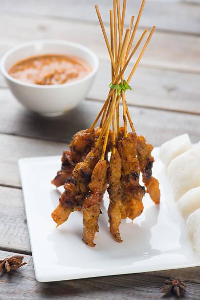 Frango Satay popular prato asiática - foto de acervo