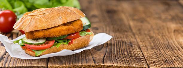 chicken schnitzel on a bun - kürbisschnitzel stock-fotos und bilder