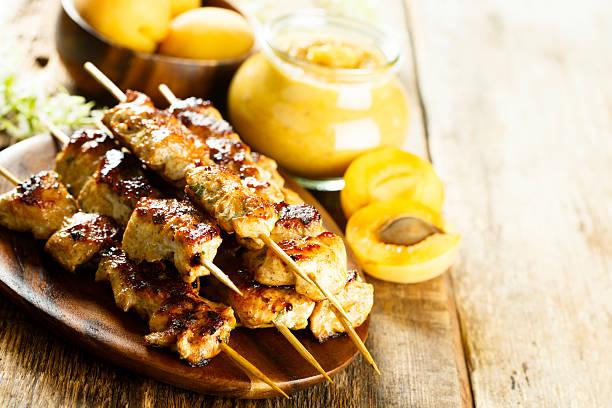 hähnchen-hühnchenspieße  - kebab marinade stock-fotos und bilder