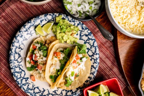 calle tacos de pollo - comida mexicana fotografías e imágenes de stock