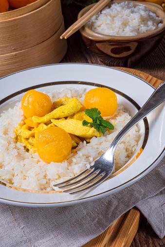 쌀과 달콤한 Mirabelle 카레 소스에서와 치킨 스트립 건강한 생활방식에 대한 스톡 사진 및 기타 이미지