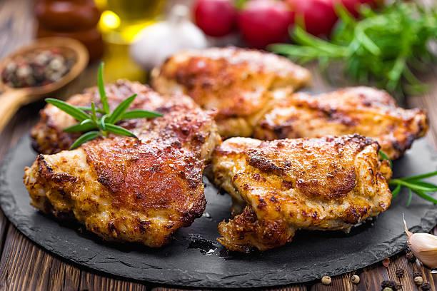 kurczak uda - kurczak zdjęcia i obrazy z banku zdjęć