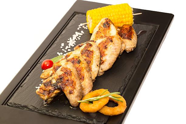 chicken wings, gegrillten - paprikaschnitzel stock-fotos und bilder