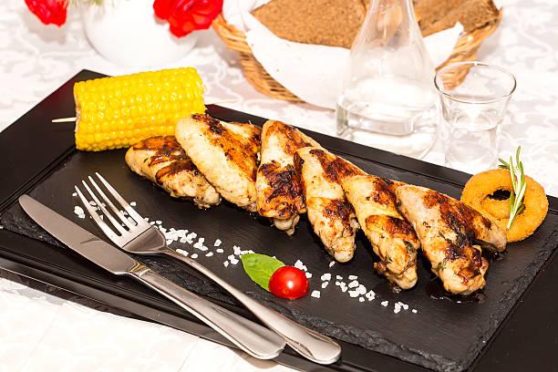 chicken wings gegrilltem gemüse - paprikaschnitzel stock-fotos und bilder