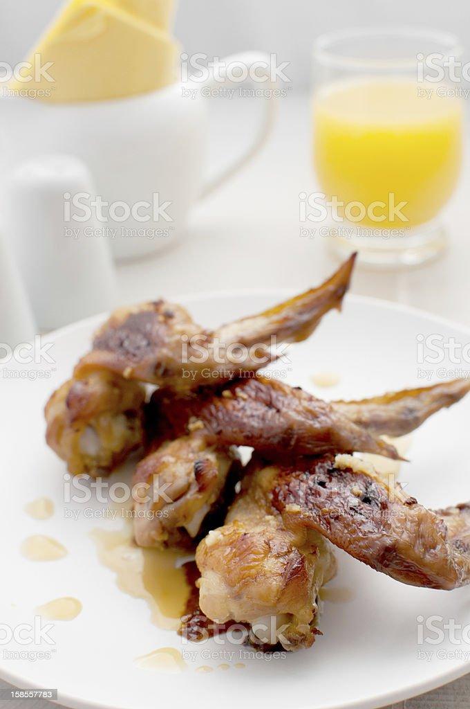치킨 윙즈 양념 및 핸드로스트 감귤 소스 royalty-free 스톡 사진