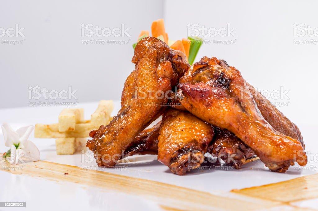 Asas de frango ao barbecue - foto de acervo