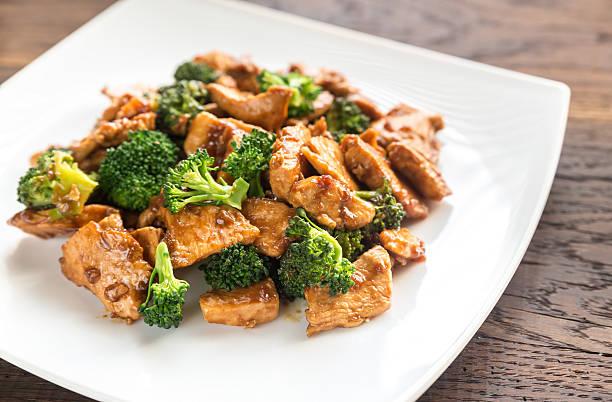 frango com brócolis - stir fry - fotografias e filmes do acervo