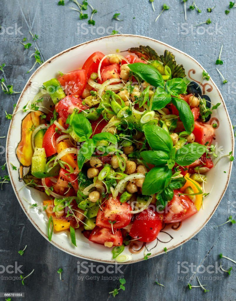 Chickpea salad with tomato, avocado, basil and olive oil foto stock royalty-free