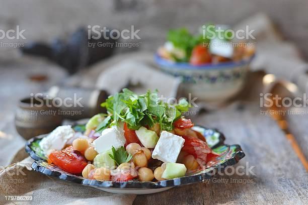 Garbanzos Ensaladas Foto de stock y más banco de imágenes de Alimento