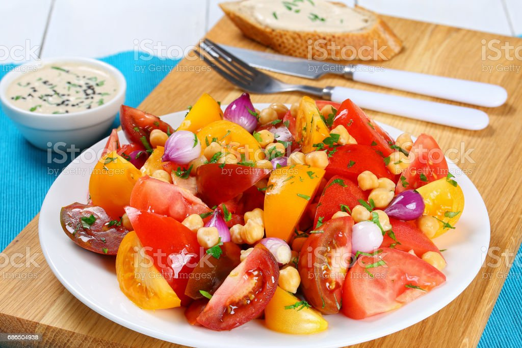 chickpeas, tomatoes slice, red onion salad zbiór zdjęć royalty-free