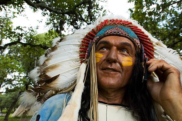 chief antworten - indianer kostüm herren stock-fotos und bilder