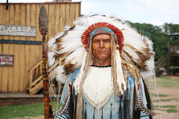 chief - indianer kostüm herren stock-fotos und bilder