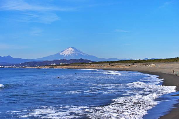 chigasaki beach and mount fuji - prefektura kanagawa zdjęcia i obrazy z banku zdjęć