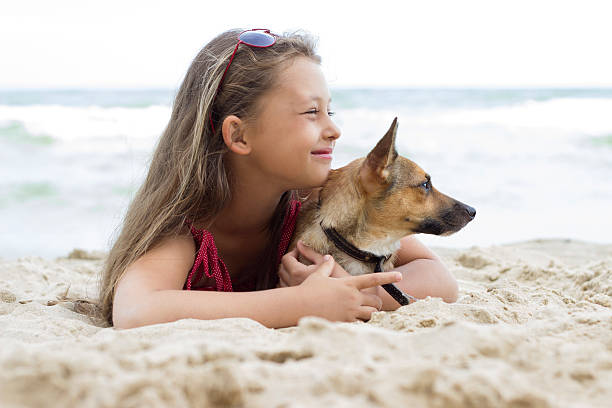 Kind und Hund – Foto