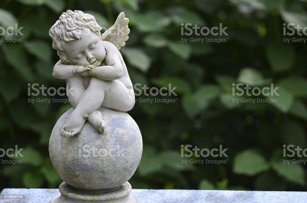 Kind Engel-statue auf einem Friedhof in der die gravestone – Foto